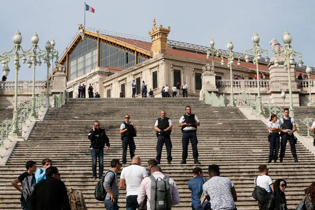 Two dead in knife attack at marseille train station - Navette gare saint charles port marseille ...