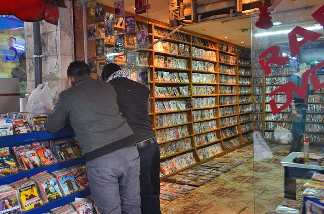 Pirated CDs on Web Deal Another Blow to Music Industry
