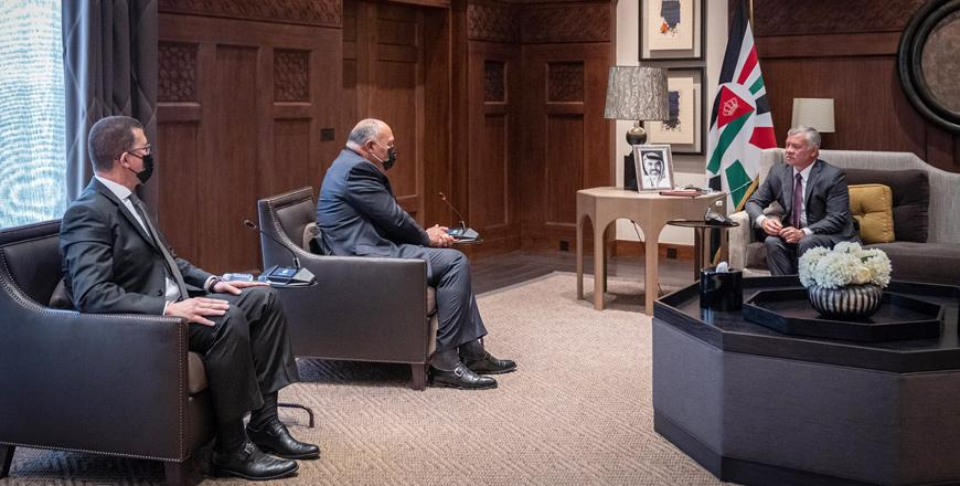 King receives Egypt FM, commends Cairo's efforts to reach Gaza ceasefire